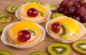 пирожное корзиночка с фруктами
